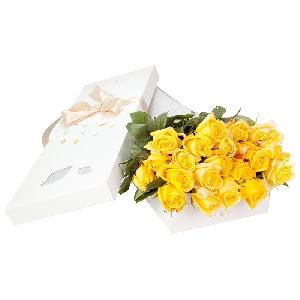 trandafiri-galbeni-la-cutie-X8pdr